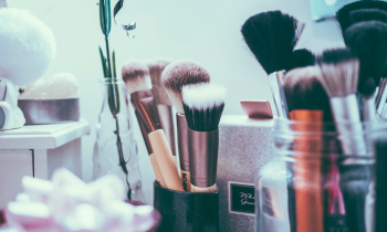 A Step by Step Guide to Cleaning Your Makeup Brushes
